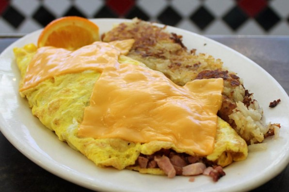 ham-and-cheese-omelette-with-hash-browns